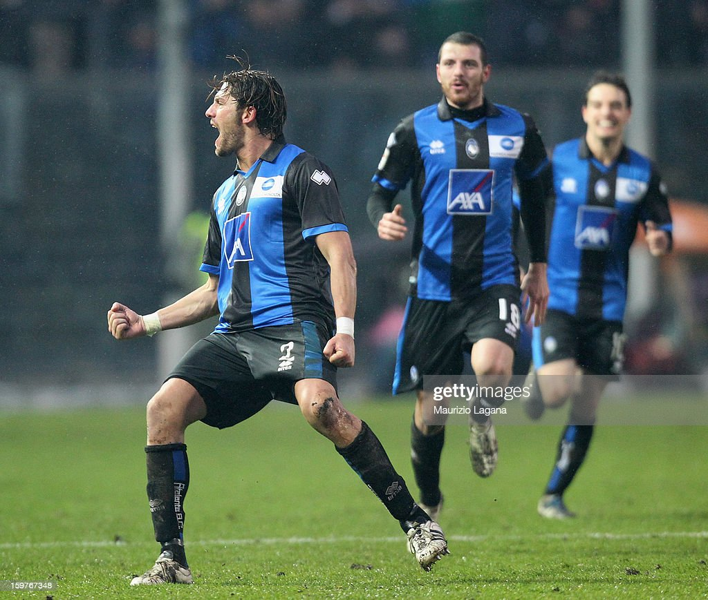 Guglielmo Stendardo (L) of Atalanta celebrates after scoring the equalizing goal during the Serie A match between Atalanta BC and Cagliari Calcio at Stadio Atleti Azzurri d'Italia on January 20, 2013 in Bergamo, Italy.