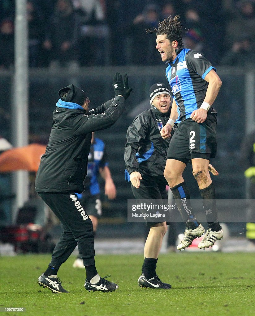 Guglielmo Stendardo (R) of Atalanta celebrates after scoring the equalizing goal during the Serie A match between Atalanta BC and Cagliari Calcio at Stadio Atleti Azzurri d'Italia on January 20, 2013 in Bergamo, Italy.