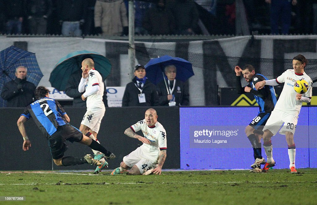 Guglielmo Stendardo (L) of Atalanta scores his team's equalizing goal during the Serie A match between Atalanta BC and Cagliari Calcio at Stadio Atleti Azzurri d'Italia on January 20, 2013 in Bergamo, Italy.