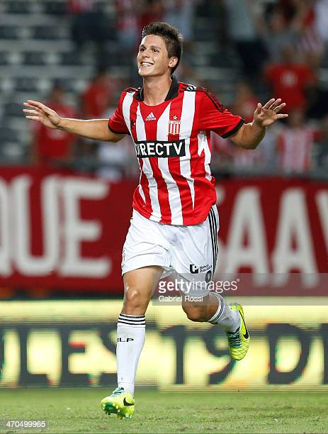 Guido Carrillo of Estudiantes celebrates after scoring the second goal of his team with a penalty kick during a match between Estudiantes and Lanus...
