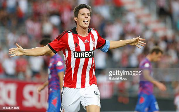 Guido Carrillo of Estudiantes celebrates after scoring the third goal of his team during a match between Estudiantes and Tigre as part of 19th round...