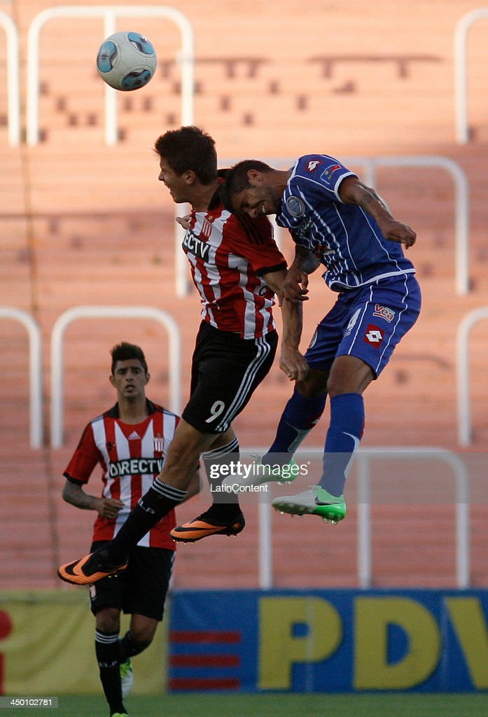 Guido Carrillo of Estudiantes heads the ball during a match between Godoy Cruz and Estudiantes as part of Torneo Inicial at Mundialista Stadium on November 16, 2013 in Mendoza, Argentina.