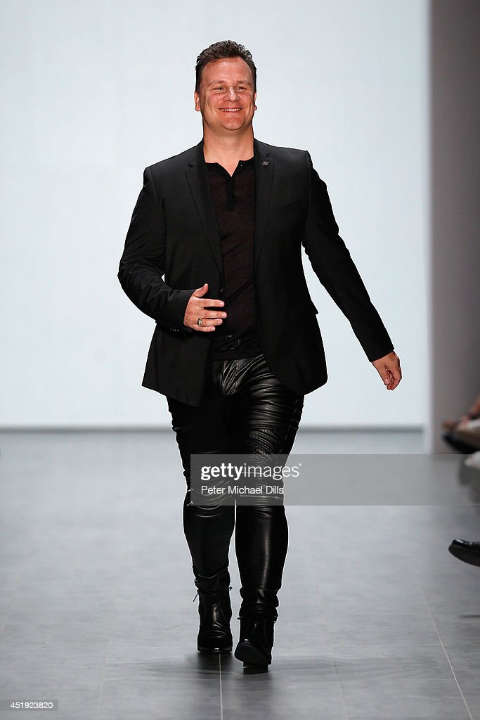 guido maria kretschmer show mercedes benz fashion week spring summer 2015 getty images. Black Bedroom Furniture Sets. Home Design Ideas