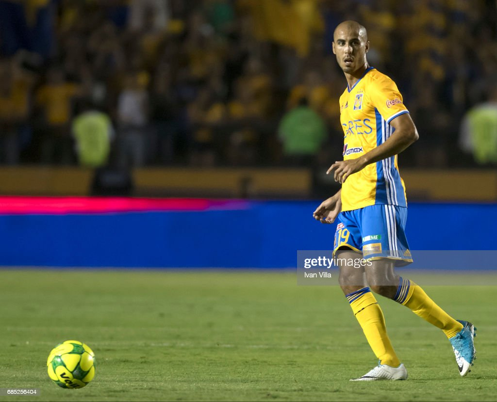Guido Pizarro drives the ball during the semi finals first leg match between Tigres UANL and Tijuana as part of the Torneo Clausura 2017 Liga MX Universitario Stadium on May 18, 2017 in Monterrey, Mexico.