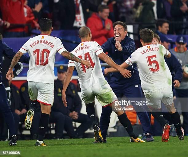 Guido Pizarro of Sevilla FC celebrates after scoring the third goal of Sevilla FC with Head Coach of Sevilla FC Eduardo Berizzo during the UEFA...