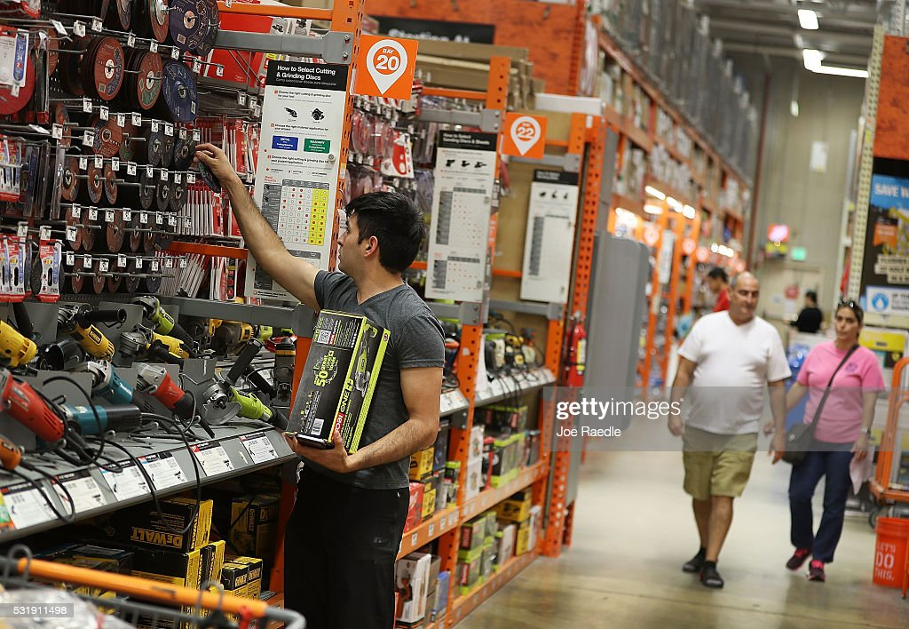 Home depot earnings up 14 percent in first quarter getty for Shop home depot