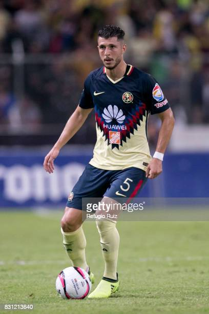 Guido Rodriguez of America drives the ball during the 4th round match between Atlas and America as part of the Torneo Apertura 2017 Liga MX at...