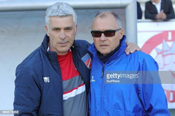 Guido Ugolotti allenatore del Teramo Calcio 1913 e Leonardo Menichini allenatore dell'AC Reggiana si salutano prima della gara di Lega Pro girone B...