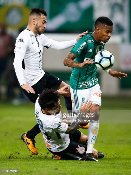 Guilherme Arana and Fagner of Corinthians and Tche Tche of Palmeiras and Thiago Maia in action during the match between Palmeiras and Corinthians for...