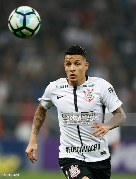 Guilherme Arana of Corinthians in action during the match between Corinthians and Santos for the Brasileirao Series A 2017 at Arena Corinthians...