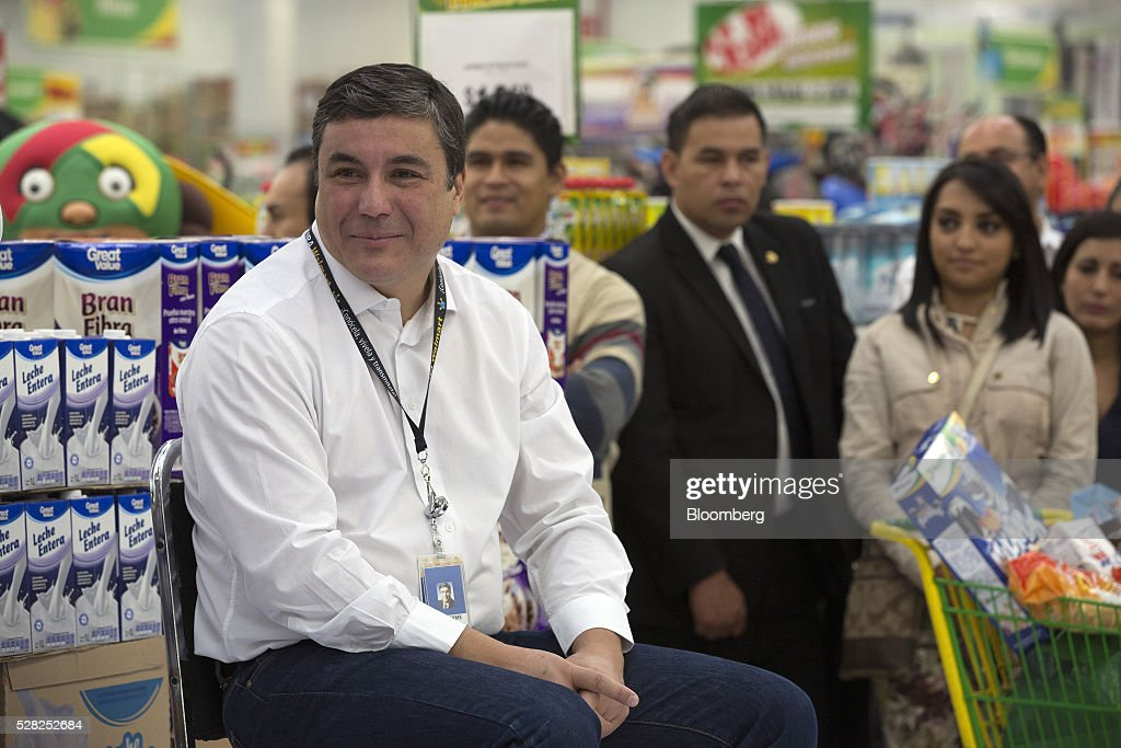 Guilherme Loureiro, chief executive officer of Wal-Mart de Mexico SAB, left, listens during an event at a Bodega Aurrera store, the discount chain owned by Wal-Mart Stores Inc., in Naucalpan de Juarez, Mexico, on Wednesday, May 4, 2016. Wal-Mart de Mexico SAB reported first-quarter results last week that beat analysts estimates, the most recent sign of growth for Mexican companies this earnings season. Photographer: Susana Gonzalez/Bloomberg via Getty Images