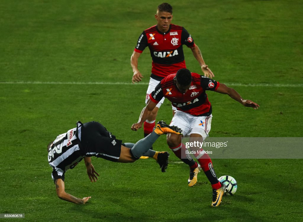 Guilherme (L) of Botafogo struggles for the ball with Rodinei (R) of Flamengo during a match between Botafogo and Flamengo as part of Copa do Brasil Semifinals 2017 at Nilton Santos Olympic Stadium on August 16, 2017 in Rio de Janeiro, Brazil.