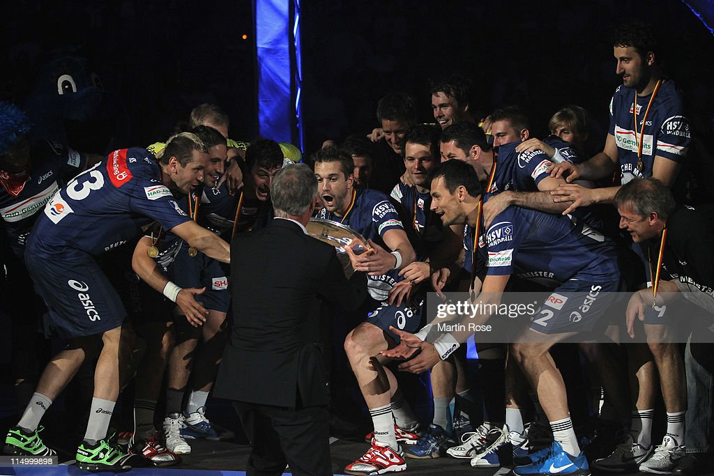 <a gi-track='captionPersonalityLinkClicked' href=/galleries/search?phrase=Guillaume+Gille&family=editorial&specificpeople=609796 ng-click='$event.stopPropagation()'>Guillaume Gille</a> (C) of Hamburg lifts the trophy after the Toyota Handball Bundesliga match between HSV Hamburg and TBV Lemgo at the o2 World Arena on June 3, 2010 in Hamburg, Germany.