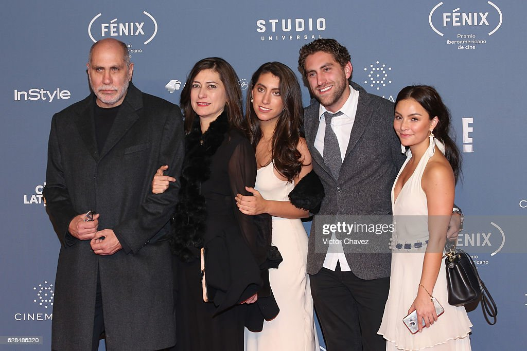 http://media.gettyimages.com/photos/guillermo-arriaga-and-guests-attend-the-premio-iberoamericano-de-cine-picture-id628486320