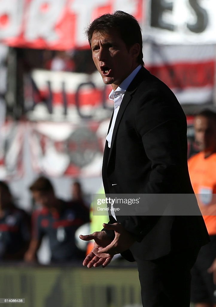 Guillermo Barros Schelotto, coach of Boca Juniors, gives directions to his players during a match between River Plate and Boca Juniors as part of sixth round of Torneo Transicion 2016 at Monumental Antonio Vespucio Liberti Stadium on March 06, 2016 in Buenos Aires, Argentina.