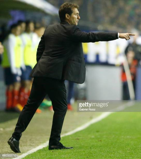 Guillermo Barros Schelotto coach of Boca Juniors gives instructions to his players during a match between Boca Juniors and Independiente as part of...