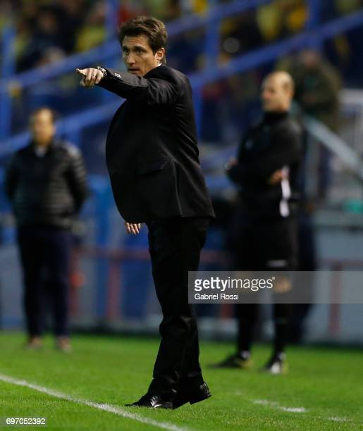 Guillermo Barros Schelotto coach of Boca Juniors gives instructions to his players during a match between Aldosivi and Boca Juniors as part of Torneo...