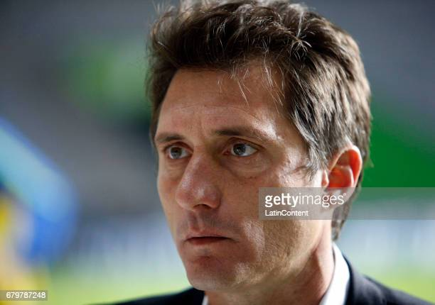 Guillermo Barros Schelotto coach of Boca Juniors looks on during a match between Estudiantes and Boca Juniors as part of Torneo Primera Division...