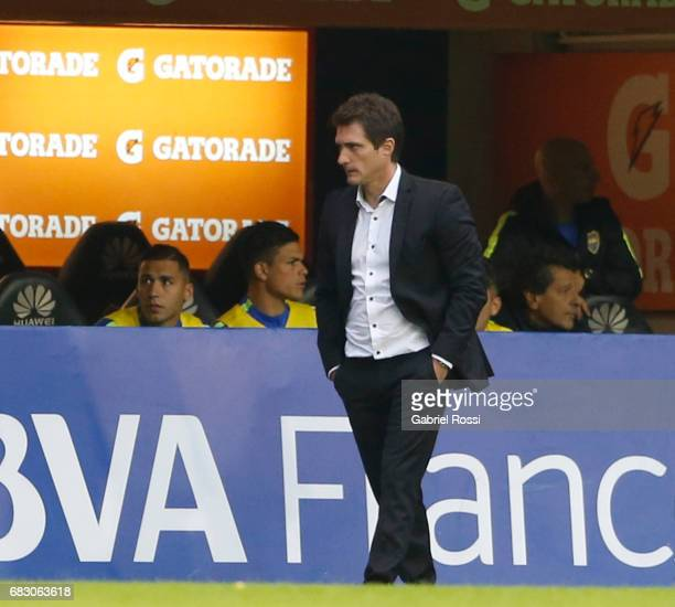 Guillermo Barros Schelotto coach of Boca Juniors looks on during a match between Boca Juniors and River Plate as part of Torneo Primera Division...