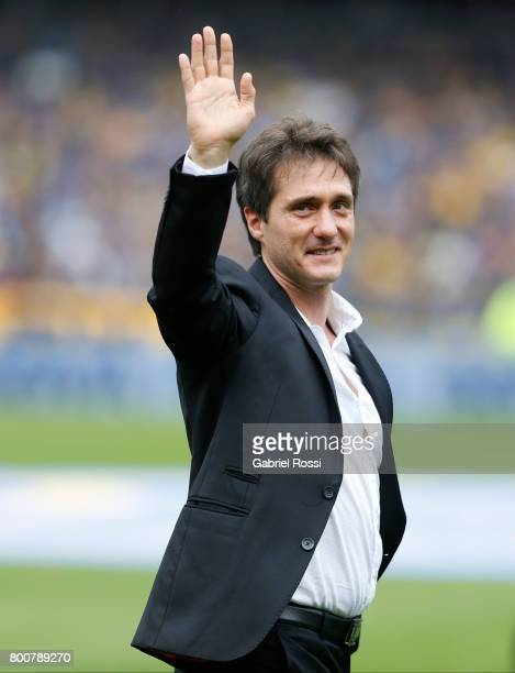 Guillermo Barros Schelotto coach of Boca Juniors waves the fans prior a match between Boca Juniors and Union as part of Torneo Primera Division...