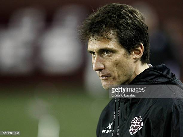 Guillermo Barros Schelotto coach of Lanus looks on during a match between Lanus and Atletico Mineiro as part of Recopa Santander Sudamericana 2014 at...