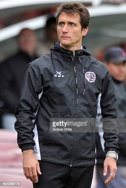 Guillermo Barros Schelotto coach of Lanus looks on during a match between Lanus and Estudiantes as part of third round of Torneo de Transicion 2014...
