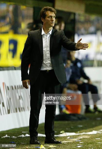 Guillermo Barros Schelotto head coach of Boca Juniors gives instructions to his players during a match between Boca Juniors and Bolivar as part of...