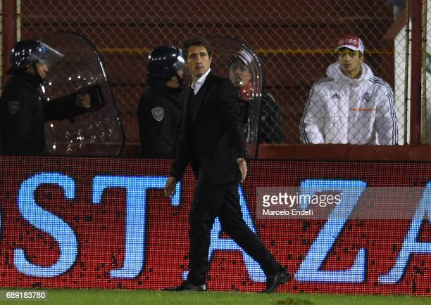 Guillermo Barros Schelotto of Boca Juniors gestures during a match between Huracan and Boca Juniors as part of Torneo Primera Division 2016/17 at...