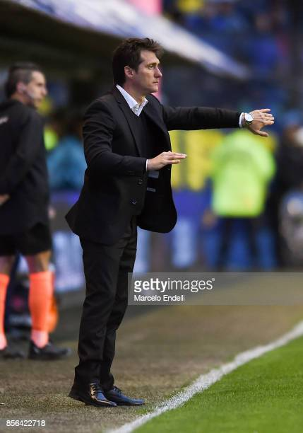 Guillermo Barros Schelotto of Boca Juniors gives instructions to his players during a match between Boca Juniors and Chacarita as part of Superliga...