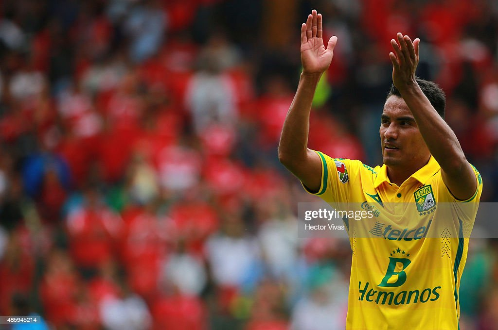Guillermo Burdisso of Leon celebrates after winning a 7th round match between Toluca and Leon as part of the Apertura 2015 Liga MX at Nemesio Diez...