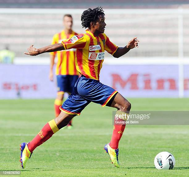 Guillermo Cuadrado of Lecce in action during the Serie A match between US Lecce and Udinese Calcio at Stadio Via del Mare on September 11 2011 in...