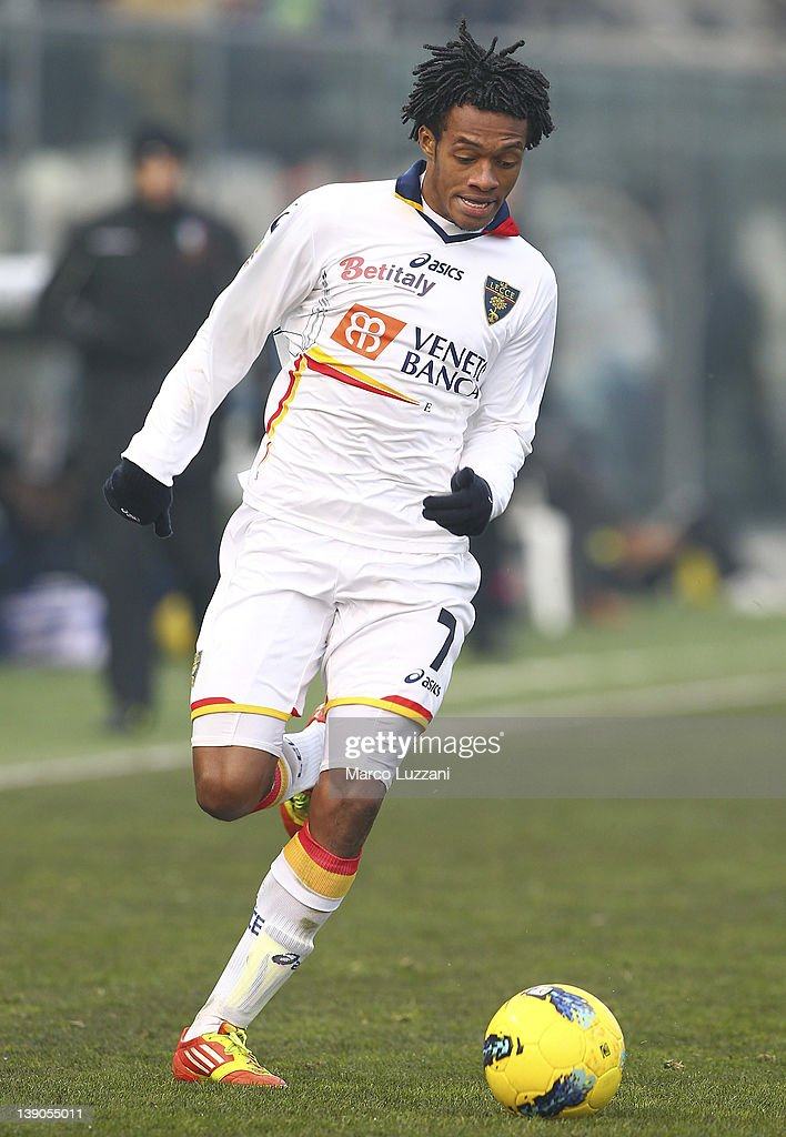 Guillermo Cuadrado of US Lecce in action during the Serie A match between Atalanta BC and US Lecce at Stadio Atleti Azzurri d'Italia on February 12, 2012 in Bergamo, Italy.