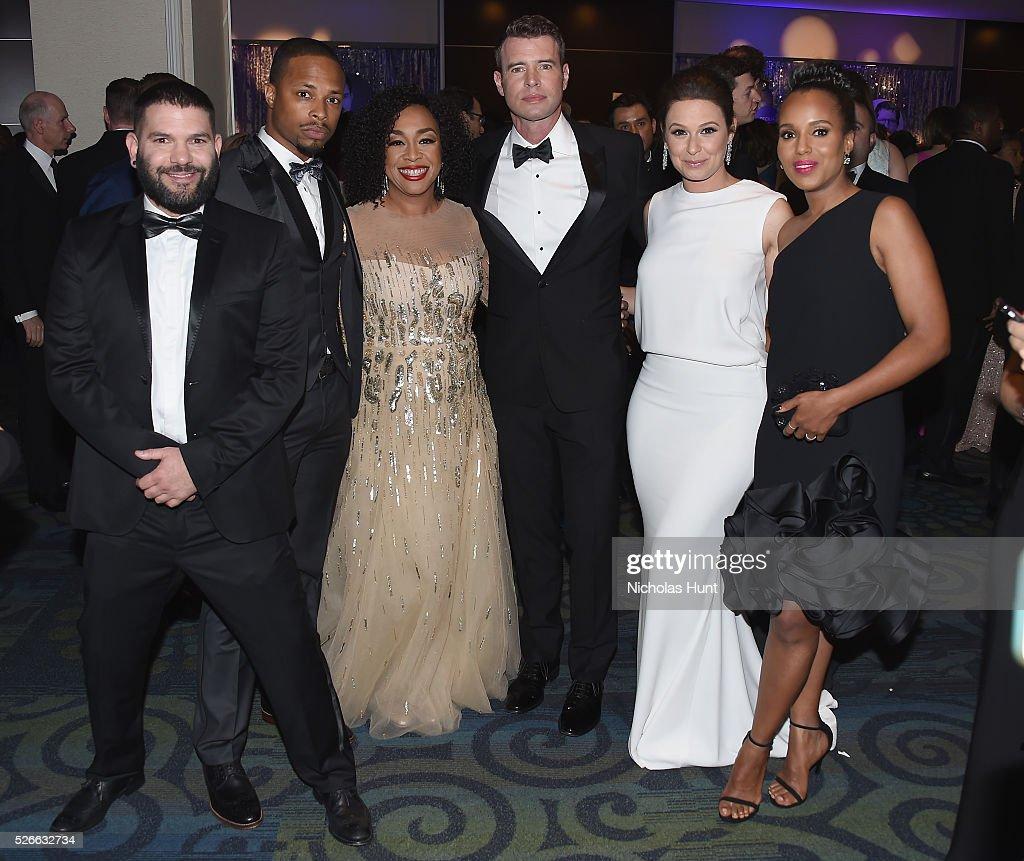 Guillermo D������az Cornelius Smith Jr Shonda Rhimes Scott Foley Katie Lowes and Kerry Washington attend the Yahoo News/ABC News White House...