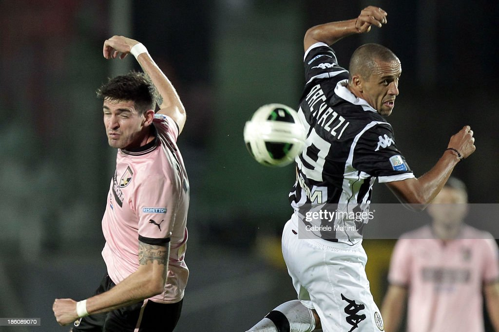 Guillermo Giacomazzi (R) of AC Siena fights for the ball with Kyle Lafferty of US Citta' di Palermo during the Serie B match between AC Siena and US Citta di Palermo at Artemio Franchi - Mps Arena on October 21, 2013 in Siena, Italy.