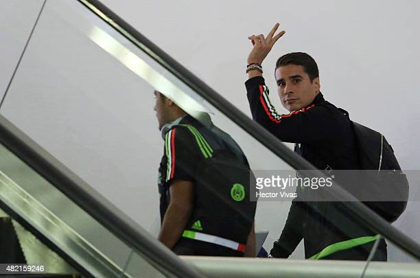 Guillermo Ochoa of Mexico's national team arrives at Internacional Benito Juarez Airport after winning the 2015 CONCACAF Gold Cup on July 27 2015 in...