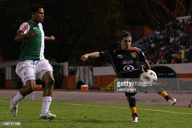 Guillermo Rojas of Jaguares struggles for the ball with Edgar Gonzalez of Alianza de Lima during the match as part of the Santander Libertadores Cup...