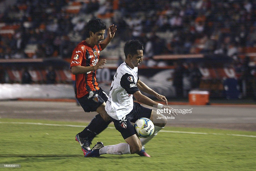 Guillermo Torres of Atlas struggles for the ball with Jorge Zarate of Jaguares during the Clausura 2013 Liga MX at Victor Manuel Reyna Stadium on February 01, 2013 in Tuxtla Gutierrez, Mexico.