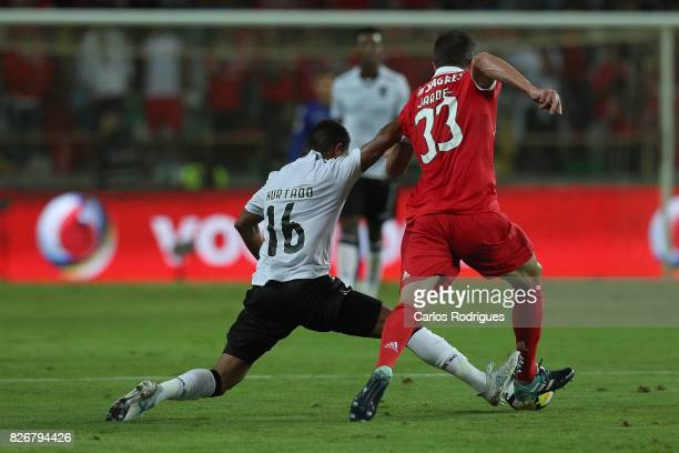 Guimaraes's forward Paolo Hurtado from Peru vies with Benfica's defender Jardel Vieira from Brasil during the match between SL Benfica and VSC...