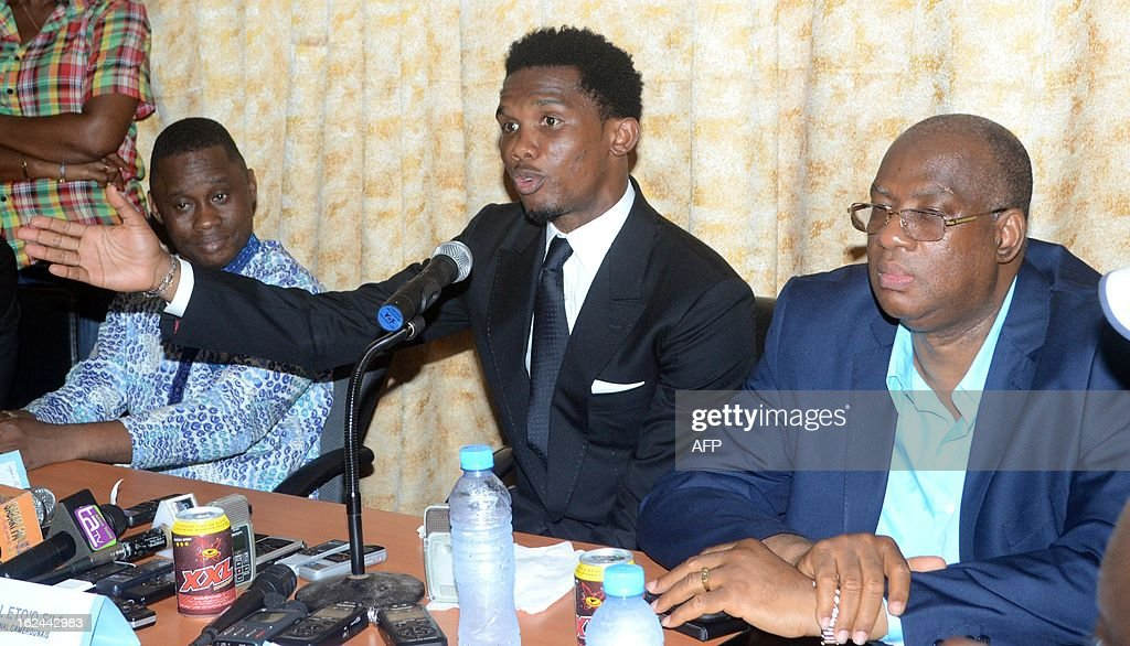 Guinea Sport Minister Sanoussi Banthma Sow (L), Cameroon's football star Samuel Eto'o (C) and Guinea Football Federation president Salifou Camara (R) give a press conference on Febuary 23, 2013 in Conakry. Samuel Eto'o is on two day visit to Guinea.
