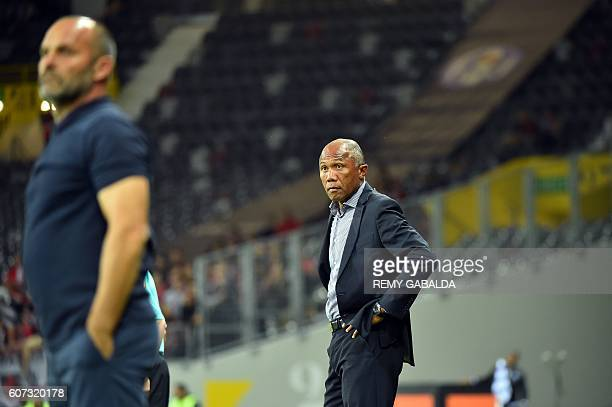 Guingamp's coach Antoine Kambouare looks on during the French L1 football match Toulouse against Guingamp on September 17 2016 at the Municipal...
