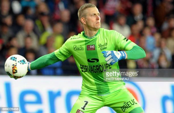 Guingamp's Danish goalkeeper KarlJohan Johnsson throws the ball during the French L1 football match EAG Guingamp against FC Metz on May 20 2017 at...