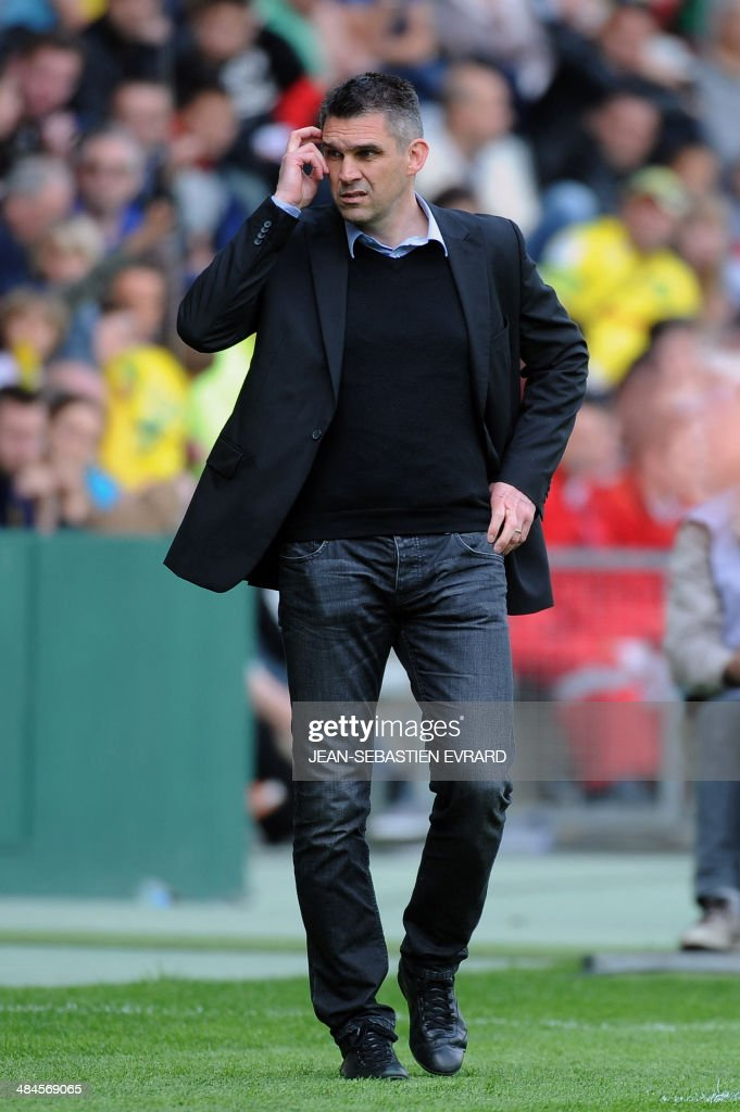Guingamp's French coach Jocelyn Gourvennec reacts after the French L1 football match between Nantes and Guingamp on April 13, 2014 at the Beaujoire stadium in Nantes, western France.