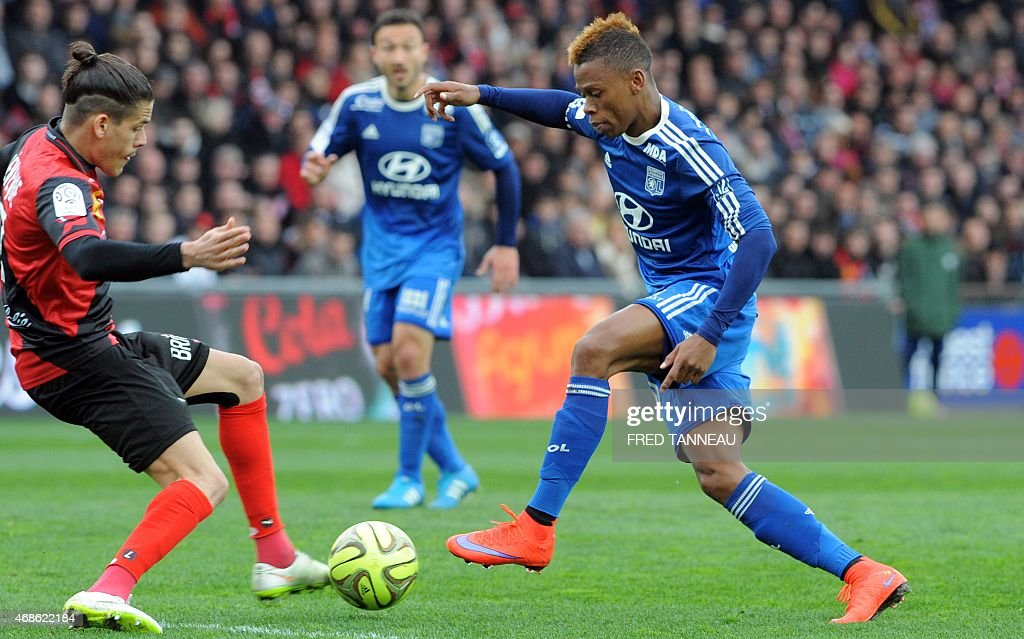 Guingamp's French defender Dorian Leveque (L) vies with Lyon's Cameroonian forward Clinton Njie during the French L1 football match between Guingamp and Lyon on April 4, 2015 at the Roudourou stadium in Guingamp, western of France.