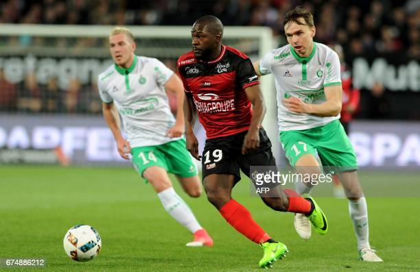 Guingamp's French forward Yannis Salibur outruns SaintEtienne's French midfielder Jordan Veretout and SaintEtienne's Norwegian midfielder Ole Selnaes...