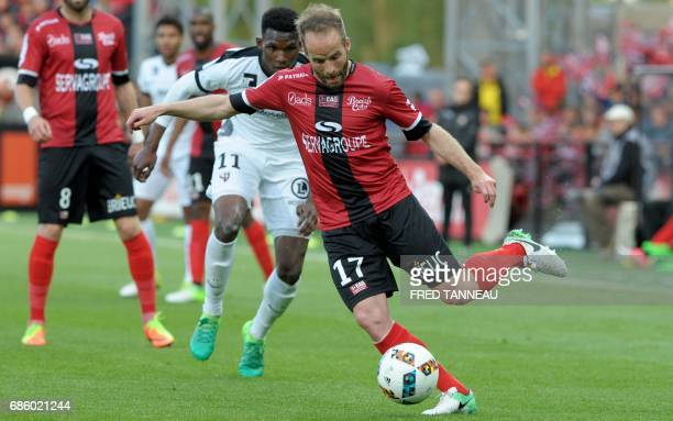 Guingamp's French midfielder Etienne Didot vies with Metz' French forward Opa N'Guette during the French L1 football match EAG Guingamp against FC...