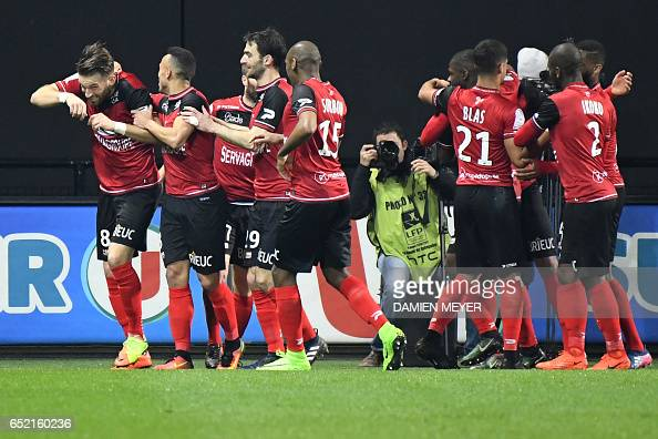 FBL-FRA-LIGUE1-GUINGAMP-BASTIA : News Photo