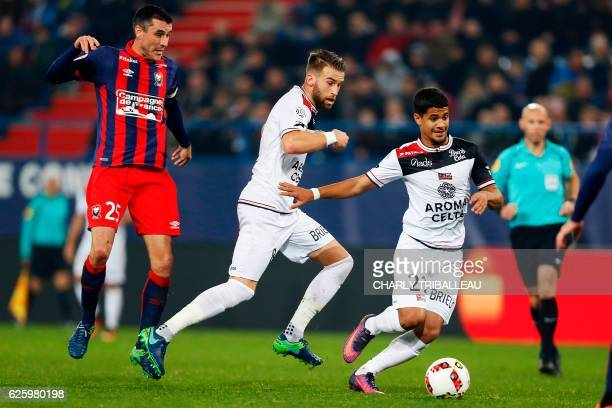 Guingamp's French midfielder Ludovic Blas and Guincamp's French midfielder Lucas Deaux vie for the ball with Caen's French midfielder Julien Feret...