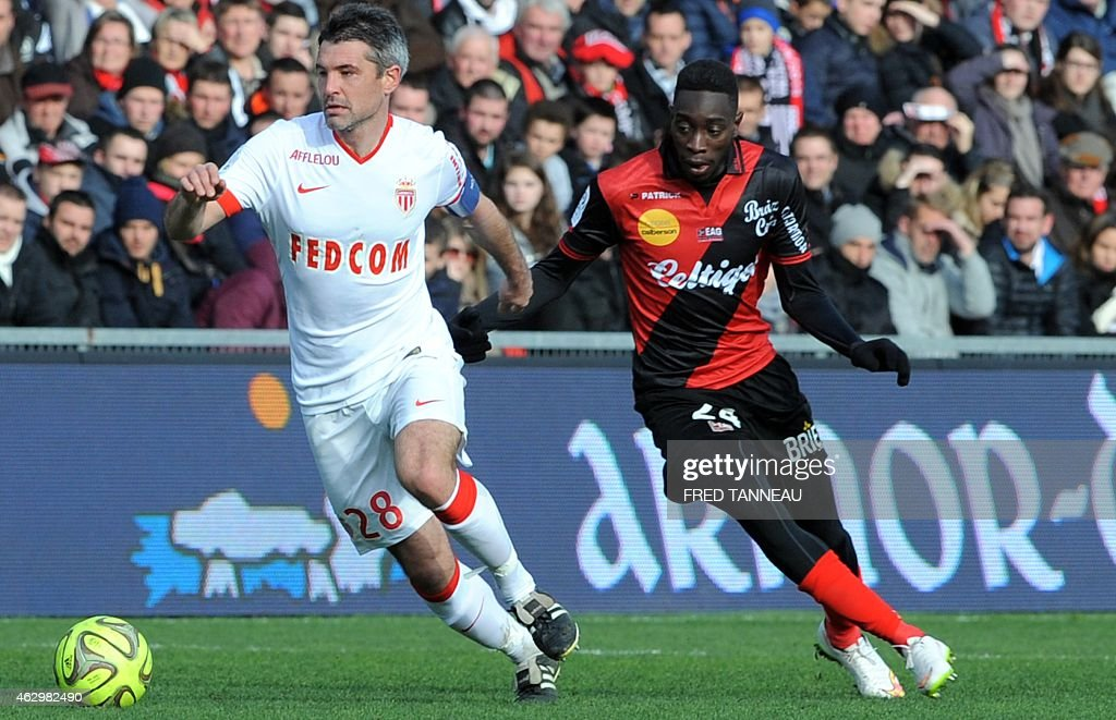 Guingamp's French midfielder <a gi-track='captionPersonalityLinkClicked' href=/galleries/search?phrase=Sambou+Yatabare&family=editorial&specificpeople=5747366 ng-click='$event.stopPropagation()'>Sambou Yatabare</a> (R) vies with Monaco's French midfielder <a gi-track='captionPersonalityLinkClicked' href=/galleries/search?phrase=Jeremy+Toulalan&family=editorial&specificpeople=4321622 ng-click='$event.stopPropagation()'>Jeremy Toulalan</a> (L) during the French L1 football match Guingamp versus Monaco on February 8, 2015 at the Roudourou stadium in Guingamp, western of France.