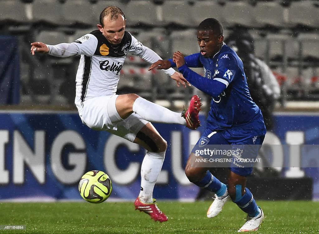 Guingamp's French midfielder Thibault Giresse (L) vies with Bastia's French Togolese midfielder <a gi-track='captionPersonalityLinkClicked' href=/galleries/search?phrase=Floyd+Ayite&family=editorial&specificpeople=5969808 ng-click='$event.stopPropagation()'>Floyd Ayite</a> (R) during the French L1 football match Bastia vs Guingamp, on March 21, 2015 at the Parsemain stadium in Fos-sur-Mer.