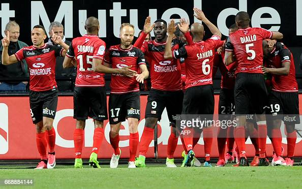 FBL-FRA-LIGUE1-GUINGAMP-TOULOUSE : News Photo
